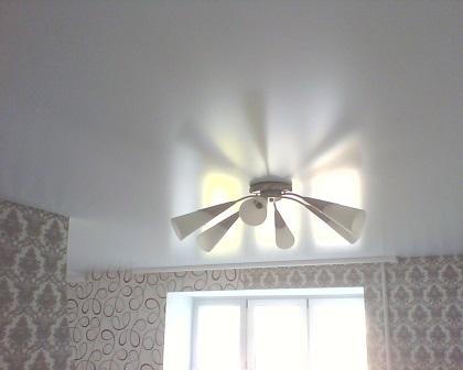 Потолок в комнату