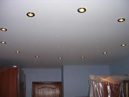 Потолок в зал