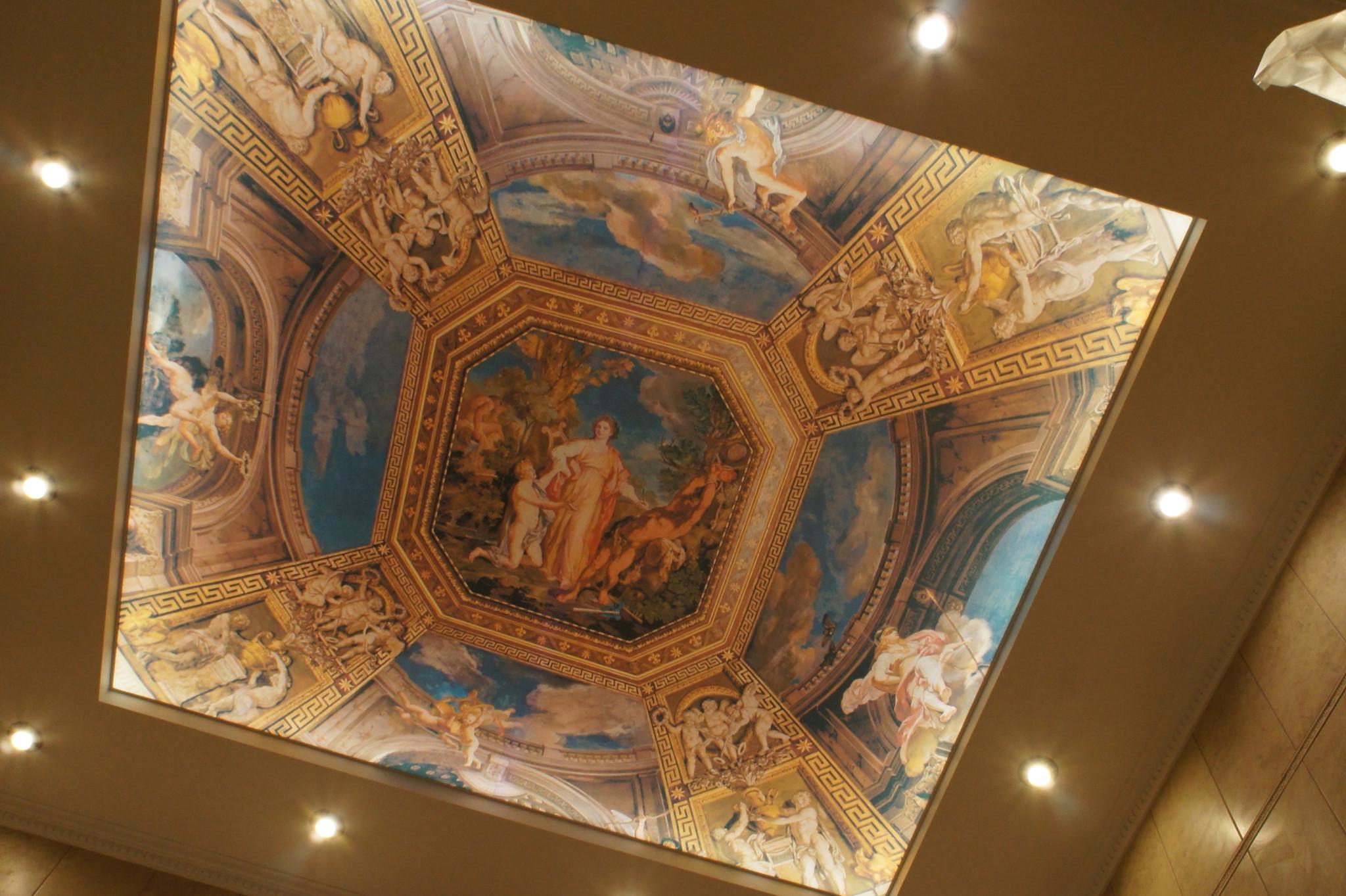 Потолок в греческом стиле