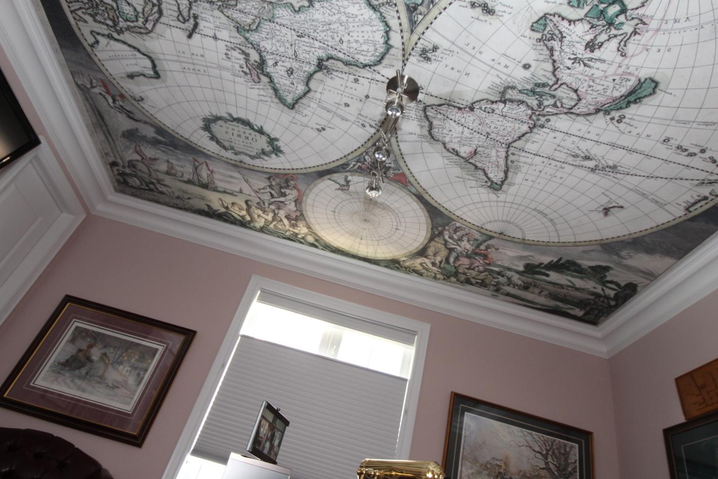 Карта мира на натяжном потолке