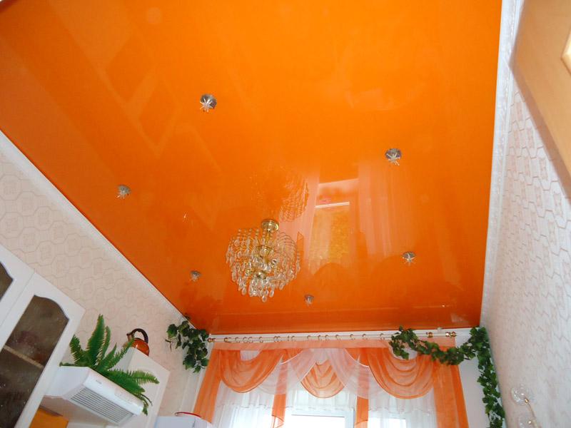 карниз и натяжной потолок