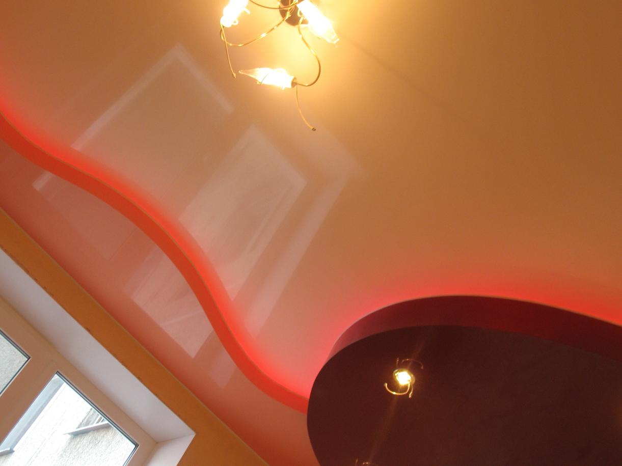 Модный натяжной потолок.