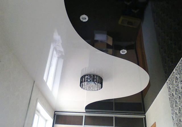 чёрно-белый потолок