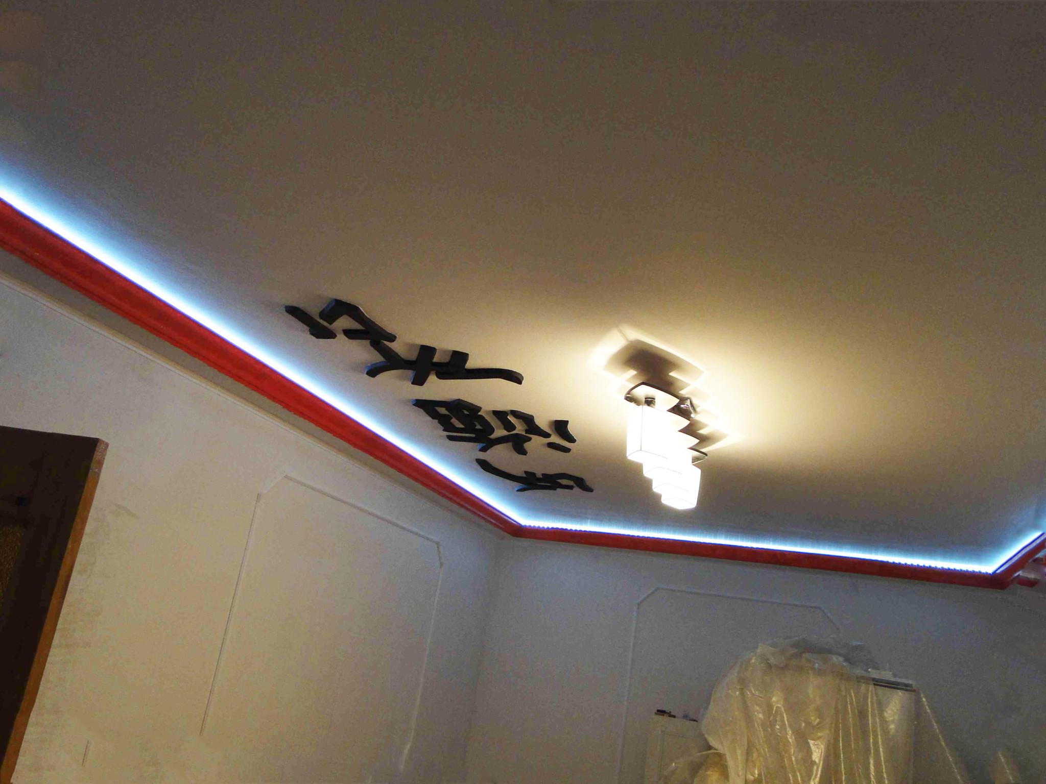 Натяжной потолок с иероглифом