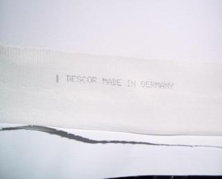 тканевый потолок с надписью фирмы производителя