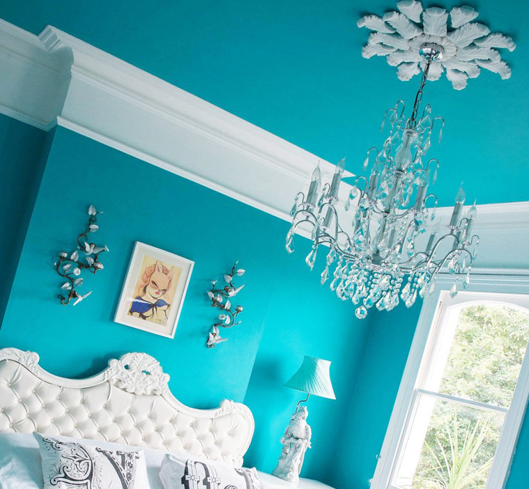 Натяжной потолок цвета морской волны
