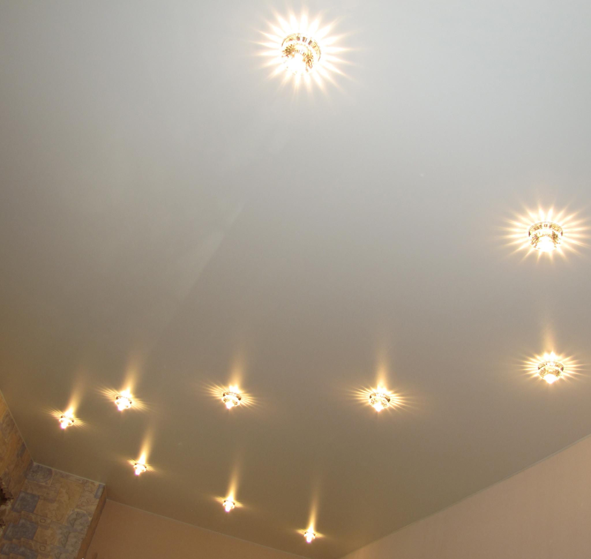 Варианты расположения светильников на натяжном потолке