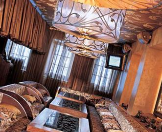 Натяжной потолок в восточном стиле