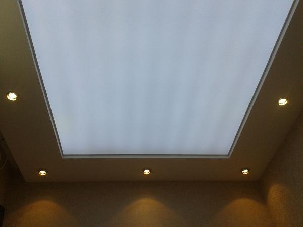 полупрозрачный натяжной потолок