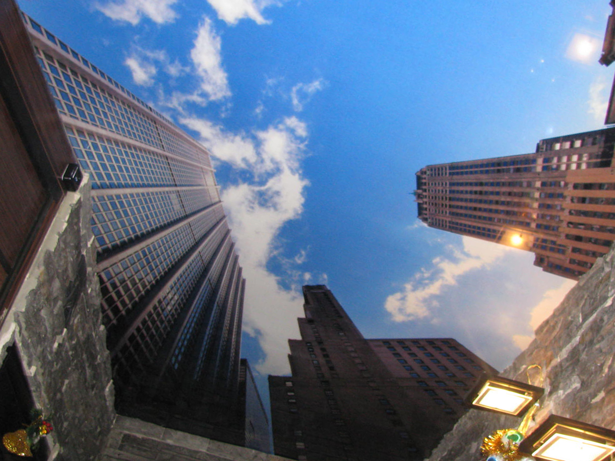 Стиль города: натяжные потолки