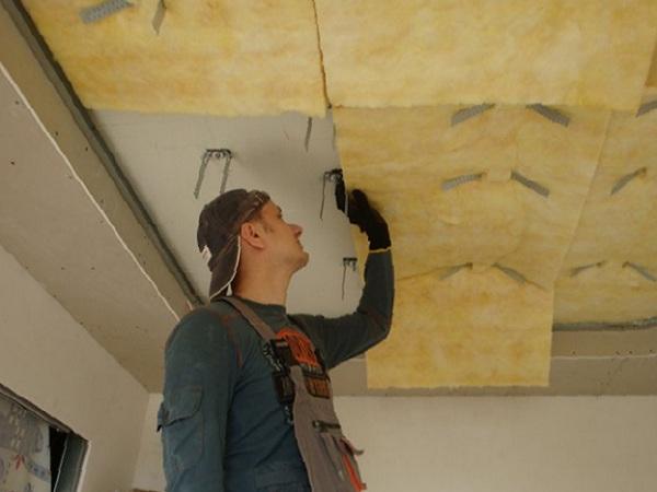 фото монтажа звукоизоляции потолка