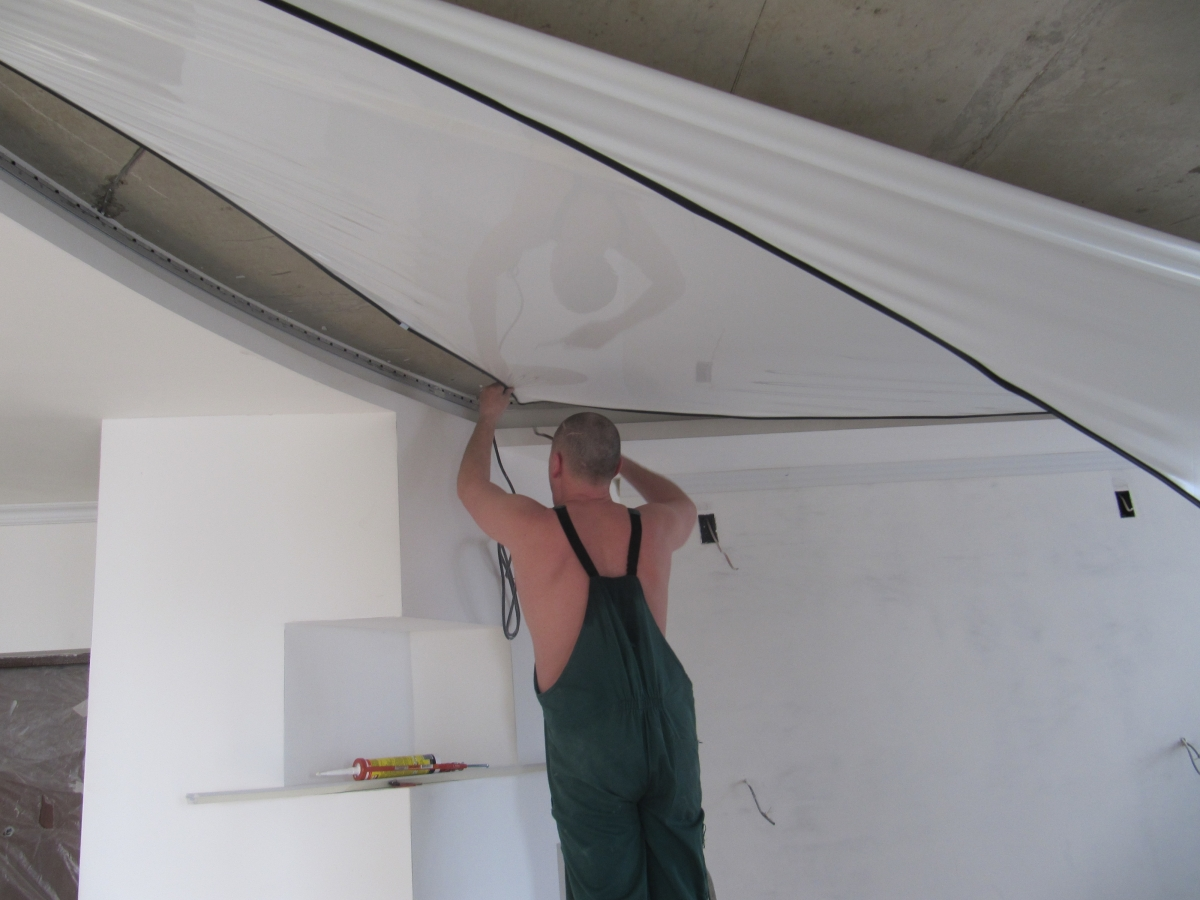фото монтажа натяжного потолка