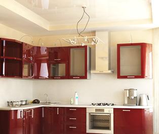 натяжной потолк на кухне