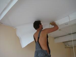 фото монтажа тканевого потолка